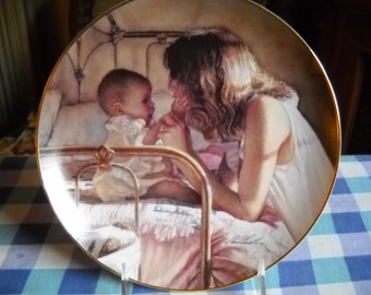 Commerates Moms & Grandmothers of All Ages, 8 Inch Plate, 1994 Heartland Coll., Sweet