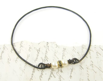 White Pearl Bracelet Rustic Dark Wire Simple Rhinestone Jewelry