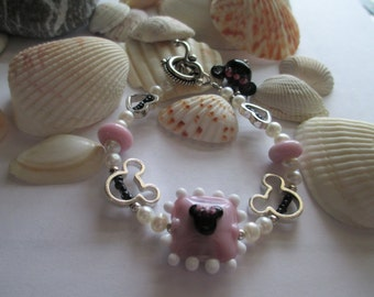 minnie mouse bracelet made with genuine disney beads OOAK