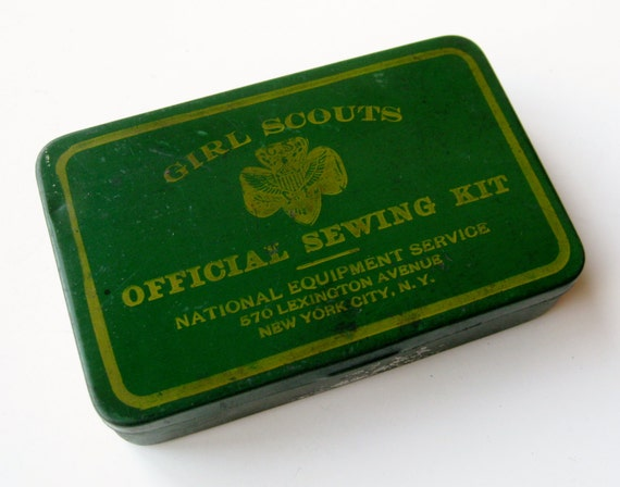 Vintage 30s Girl Scout Sewing Kit Green Tin Litho Box Needle & Thread