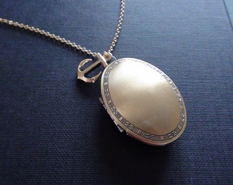 Clearance-Vintage Oval Photo Locket With Mini Anchor Charm - Necklace