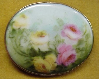 BEAUTIFUL ANTIQUE BROOCH Vintage Hand Painted Porcelain Brooch - Roses - Romance - Charm