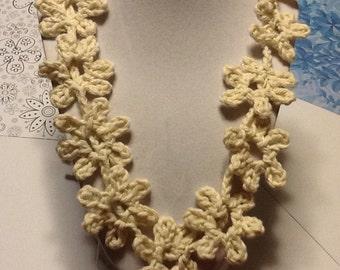 Daisy Vanilla Handmade Crochet Necklace