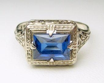 14k Art Nouveau / Deco Sapphire Filigree Ring