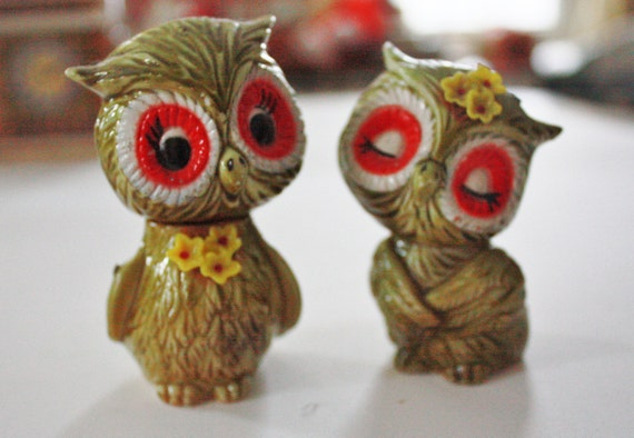 Vintage retro colorful owl salt and pepper shakers Colorful salt and pepper shakers