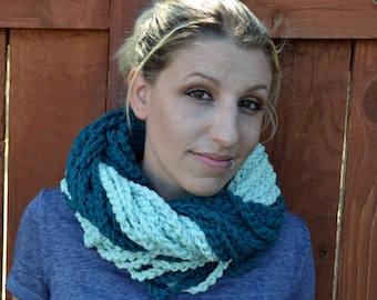 Teal chunky crocheted loop infinity scarf, cowl, chain necklace