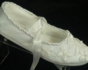Lace Wedding Flats Comfortable Dressy with satin straps - Lace Bridal Flats - Comfortable Bridal flats slippers, mary jane style ribbon