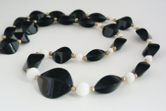 Necklace - Black and White Beaded 70s Oversize Chunky Statement