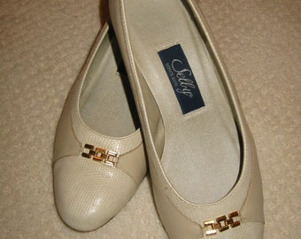vintage womens cream Selby heels size 6 1/2  2E/D - -  gently worn