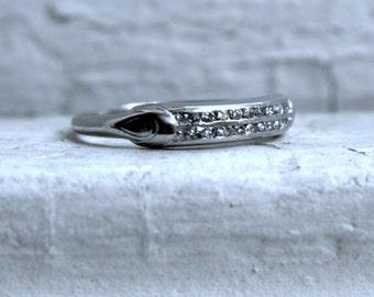 Vintage Art Deco Platinum Diamond Wedding Band.