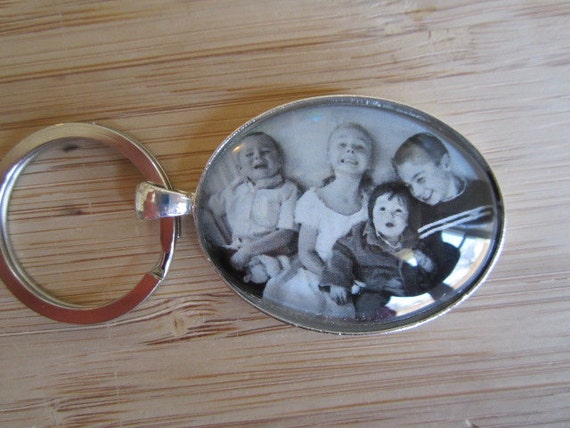 Personalized / custom photo keychain oval or circle perfect Mother's Day gift, gift for Grandma or Mom, sister, aunt, Newlyweds, birthdays