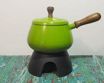 70s Retro Green Enamel Fondue Pot - Wooden Handles - Cast Iron  - Avocado Lime Bright Green - Vintage Fondue Set