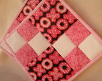 Quilted X's & O's Valentine Potholders - Set of 2