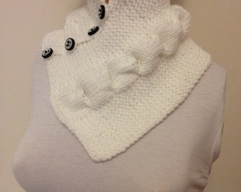 SALE,Gift guide ,SCARF White neckwarmers with button,Chunky Scarf ,scarves,fall fashion,winter accessories,autumn,Knitting