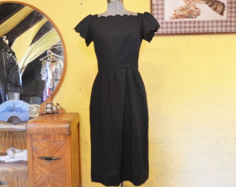 Sweet Vintage LBD Scalloped Neckline Cap Sleeves S