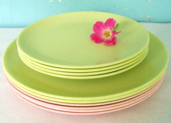 Vintage Dailyware Melmac Plates An Exclusive Design by Home Decorators Inc. Newark New York State 4 Luncheon, 6 Dinner plates