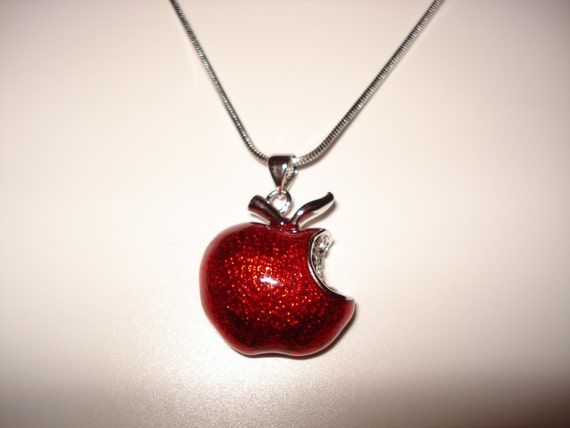 Disney Princess Snow White Red Apple Sterling Pingente de Prata Swarovski Crystal
