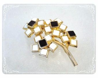 Modernist Black & White Flower Brooch - Square Petals by Weiss   -   1768a-022313000