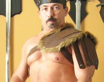 Medieval Roman Gladiator Single Leather Shoulder Armor with Fur