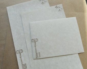 Parchment paper stationery set. Writing paper with old world skeleton key and romantic flowers, set of 30.