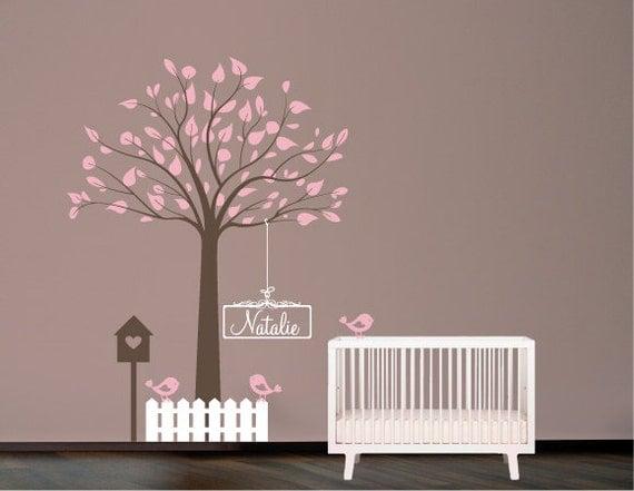 pochoir mural arbre avec oiseaux nichoir et nom par decoryourwall. Black Bedroom Furniture Sets. Home Design Ideas
