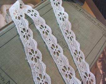 Vintage Beige Eyelet Lace Sewing Trim - .75 Inch Wide  - 3 Yards Length #9G1