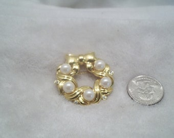 Vtg Pin-Goldtoned Wreath-P1759