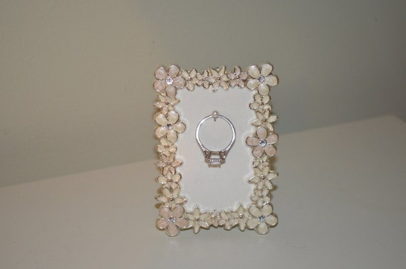 engagement wedding ring flower picture frame ring