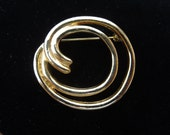 Vintage Gold Tone Brooch, Swirly Pattern, Nice Condition