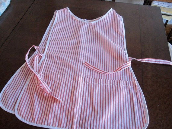 Full Apron Front and Back Coverage Waist Ties Red White Woven Fabric Smock with Cobbler style Pockets