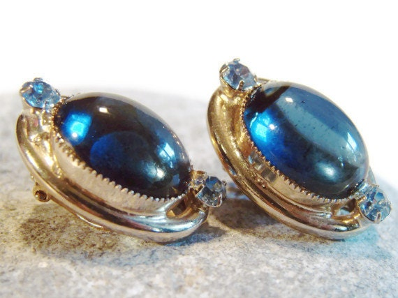 Womans Vintage Earrings / 1950s Sapphire Blue Glass and Rhinestone Clip On