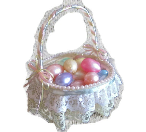 Items similar to Vintage Easter Basket Small With Ribbon ...