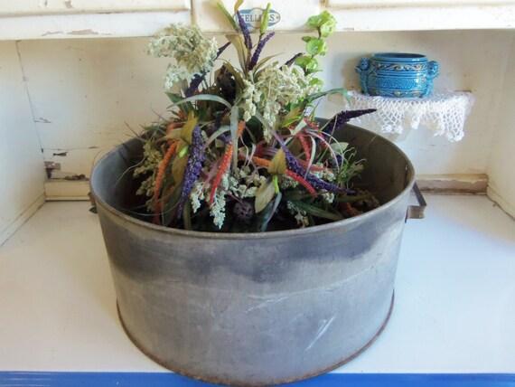 Vintage metal round tub planter wash tub by catfishjarrescue for Old wash tub planters