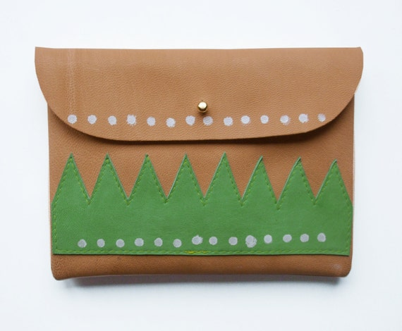 PURSE // mushroom coloured leather with application