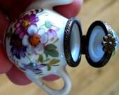 RARE signed hinged  vintage LIMOGES Miniature Teapot Trinket Pillbox MINT