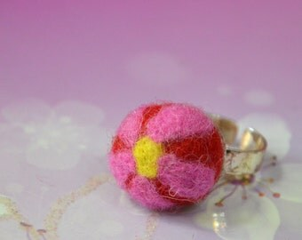 A Simply Felted Floral Felt Balls Ring/ Pin Cushion (Pink)