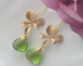 FREE SHIPPING-Matte Gold Orchid and Peridot green quartz Earrings