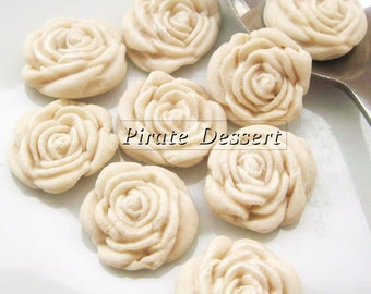 IVORY FONDANT ROSES - sugar flowers- half inch (12mm) - Fondant Roses - Edible cake, Cupcake decorations Candy flowers - (Ivory)(12 Pieces)