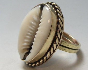 Nu-Gold Cowrie Shell Ring