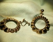 Vintage Goldtone Scalloped Hoop Screw Back Earrings