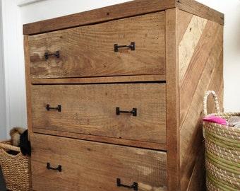reclaimed pallet and barn wood 5 drawer dresser by. Black Bedroom Furniture Sets. Home Design Ideas