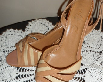 vintage sandels dark and light tan sandels size 8  approx 2 1/2 inch heel size 8