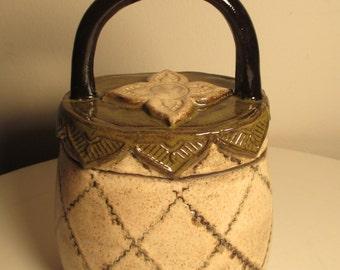purse box in green and cream