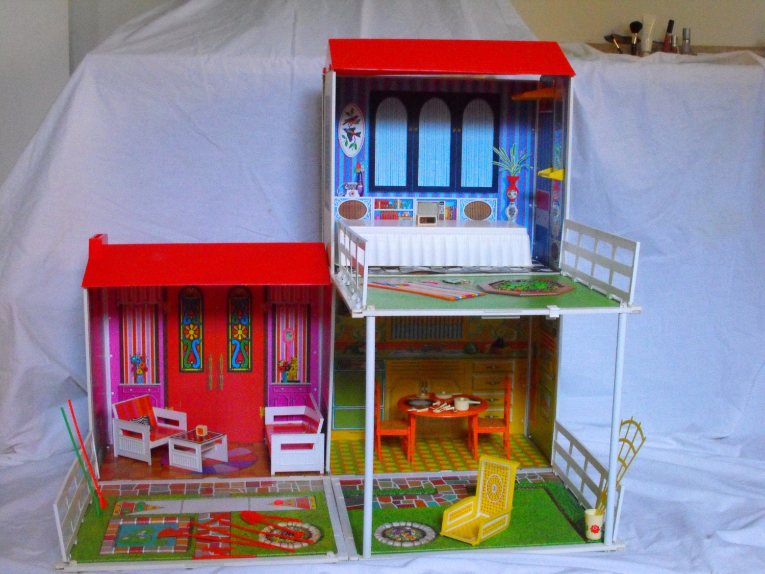 Vintage 1972 Barbie Surprise Doll House By Mattel