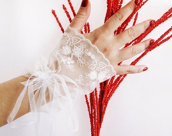 Bridal Gloves, Bridal  Lace Gloves, fingerless gloves, bridal cuff, Lace Wedding Accessory