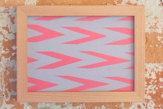 Pintura abstracta enmarcada rosada y gris