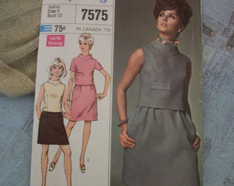 1968 Simplicity Printed Pattern 7575 Junior Size 9