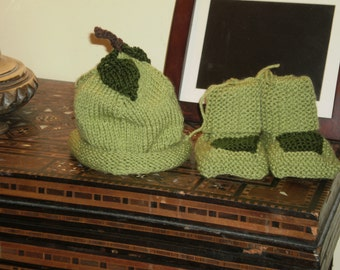 Green Apple baby set...6 Month size...  Granny Smith colour