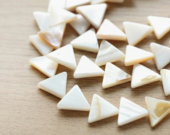 35 pcs of Natural White Triangle Sea Shell Pendants - 15 x 14 x 3mm