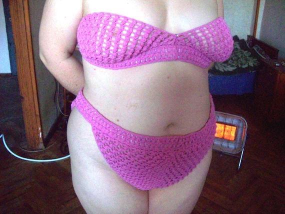 Часов фото толстых девушек в трусах отдалась мужу